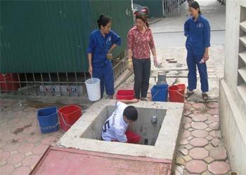 Thau rửa bể nước ngầm tại Hà Nội
