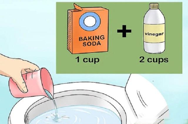 Sử dụng baking soda hoặc giấm để thông tắc bồn cầu